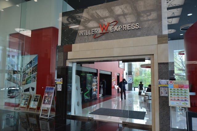 新梅田シティ内にある「ウィラーエクスプレス」高速バスターミナルの待合室