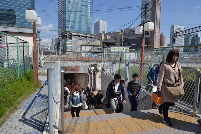 新梅田シティ側のうめきた歩行者用トンネル入口