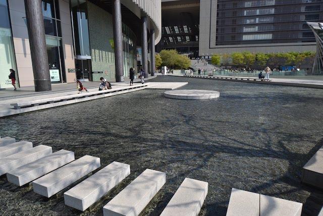 「うめきた広場」で大きなスペースを占める水のエリア