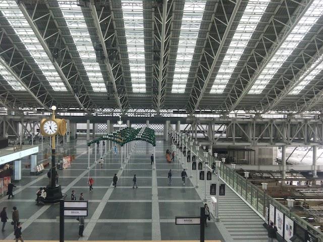 大阪駅「時空の広場」頭上に広がる大屋根