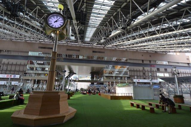 大阪駅「時空の広場」から眺めるノースゲートビルディングと大屋根