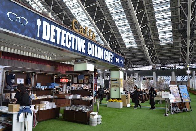大阪駅「時空の広場」に期間限定で登場した「名探偵コナンカフェ」(2018年4月撮影)