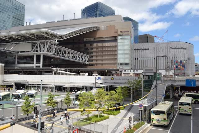 大阪駅御堂筋南口側から望むノースゲートビルディングとヨドバシ梅田