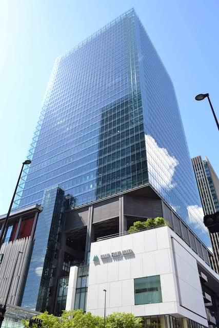 グランフロント大阪北館(手前の高層部はタワーB)