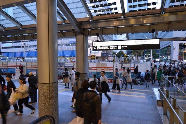 大阪駅中央南口前に設置されている地下道工事の仮囲い