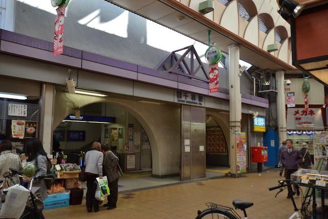八百屋の隣りにある千林駅入口