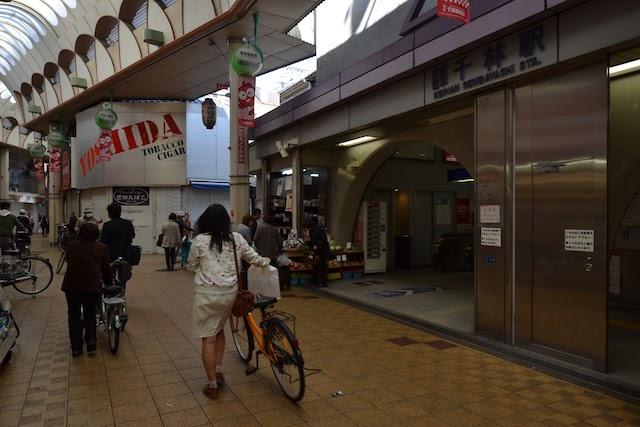 千林商店街と一体化している千林駅入口