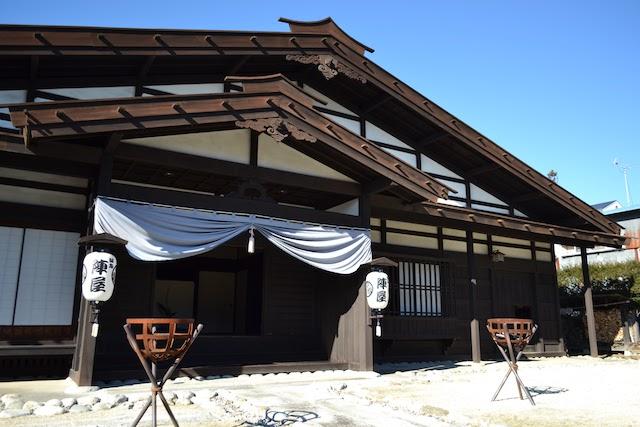 古文書をもとに復元された「飯島陣屋」