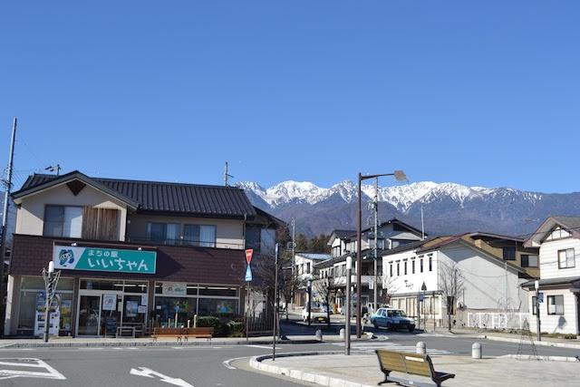 飯島駅の駅前広場にある「まちの駅いいちゃん」