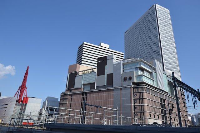 建て替え完成しグランドオープンした阪急うめだ本店を含む「梅田阪急ビル」