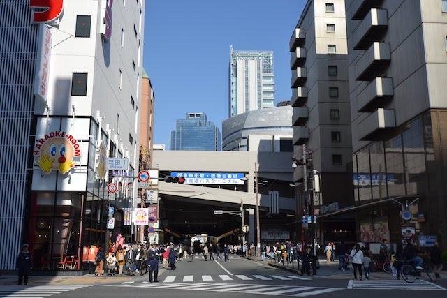 阪急梅田駅茶屋町口へ通じる道路
