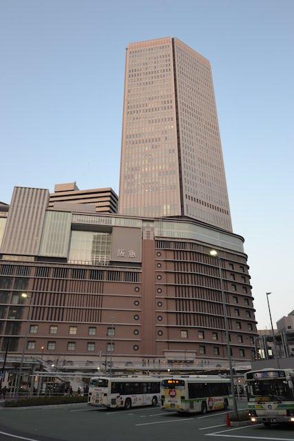 梅田阪急ビルの高層部はオフィスが入居