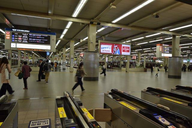 阪急梅田駅3階改札口に直結したホーム