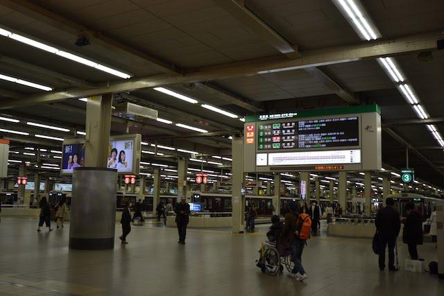 京都線・宝塚線・神戸線の電車が発着する阪急梅田駅ホーム