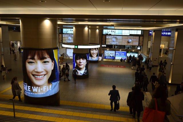 阪急梅田駅2階中央改札口から阪急三番街経由で地下鉄御堂筋線梅田駅へ続く乗り換えルート
