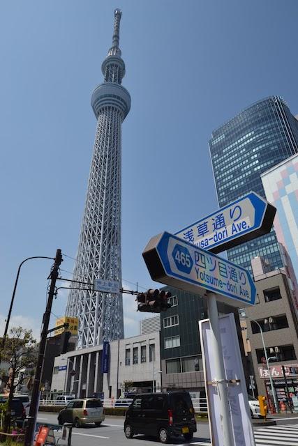 押上駅前交差点から見上げる東京スカイツリー