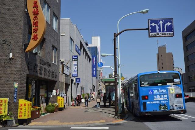 押上駅A2出入口前に停車する都営バス