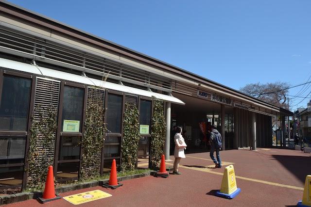 井の頭公園駅きっぷうりばを覆う緑のカーテン