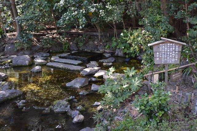 井の頭弁財天近くにある「お茶の水」の由来看板