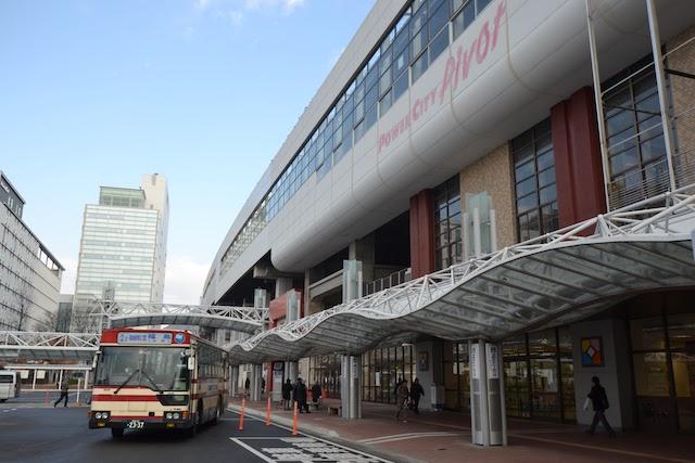 福島駅西口に乗り入れる福島交通の路線バス