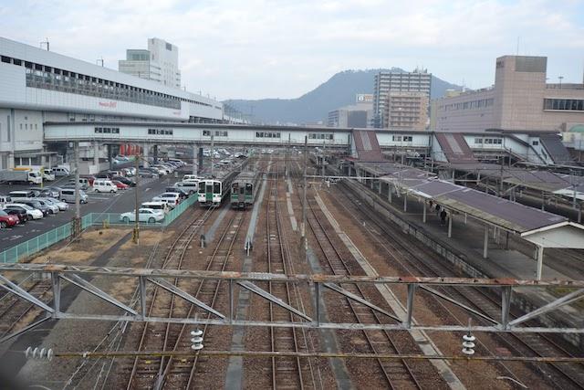 福島駅構内を南方の道路橋から望む