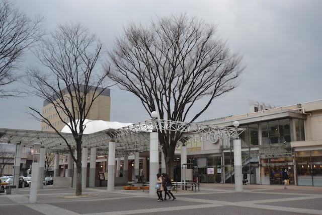 歩行者空間が広い福島駅東口の駅前広場
