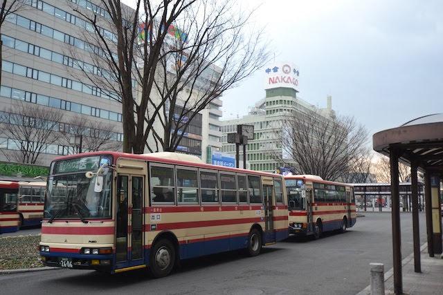 福島駅東口に乗り入れる福島交通の路線バス