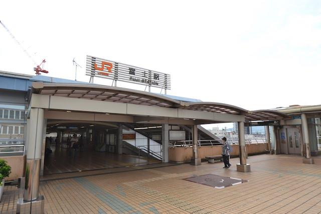 ペデストリアンデッキ上の富士駅北口