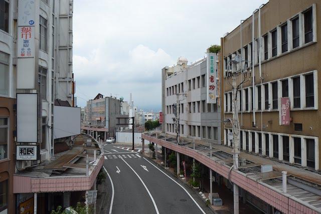 富士駅前に立ち並ぶ雑居ビル