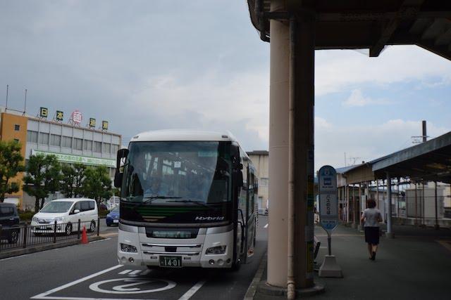 富士駅北口を出発する富士宮口五合目行きバス