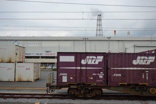 王子マテリア工場前のJR貨物コンテナ車