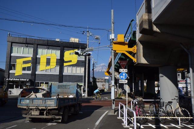 柚木駅前の「FDS」は静岡県富士自動車学校