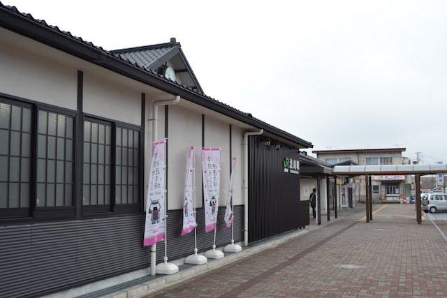 木造漆喰風の渋川駅舎