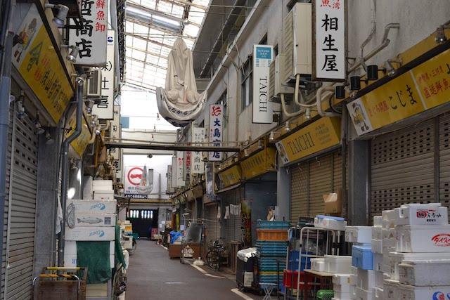 柳橋中央市場「名古屋綜合市場ビル」の中通路