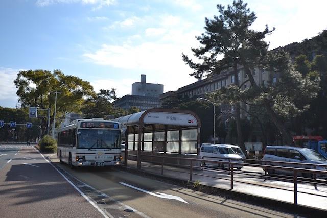 基幹バス市役所停留所に停車する名古屋市営バス