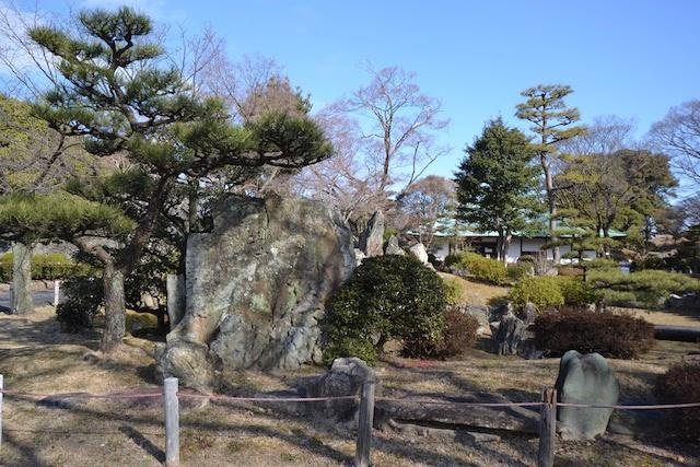 那古野城跡地の石碑