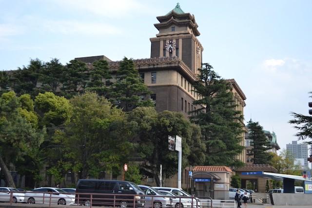 名古屋市役所本庁舎と地下鉄市役所駅2番出入口