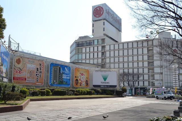 アイドルユニットのフリーライブなどが開催される栄広場