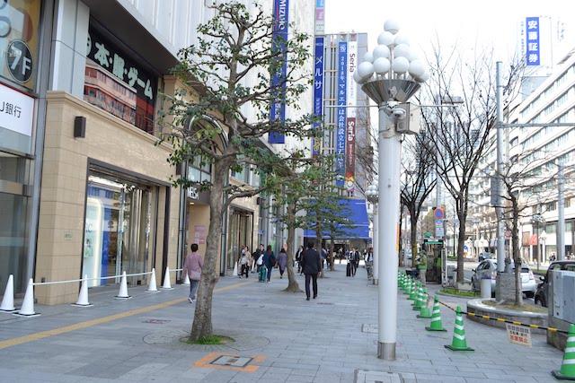 「メルサ栄本店」から「丸栄本店」へ伸びる広小路通の歩道