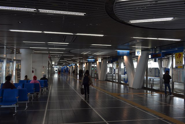 栄バスターミナル(オアシス21のりば)の広々とした待合室