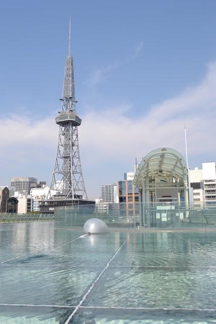 「オアシス21」の大屋根「水の宇宙船」から見た名古屋テレビ塔