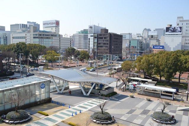 「オアシス21」の公園ゾーン「緑の大地」から眺める錦通方面