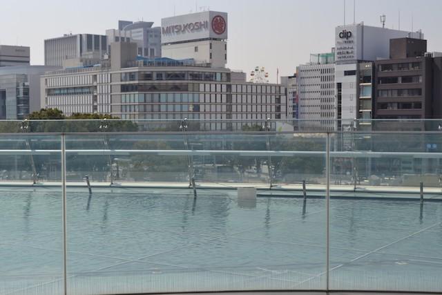 「オアシス21」の大屋根「水の宇宙船」から「名古屋三越」方面を眺める
