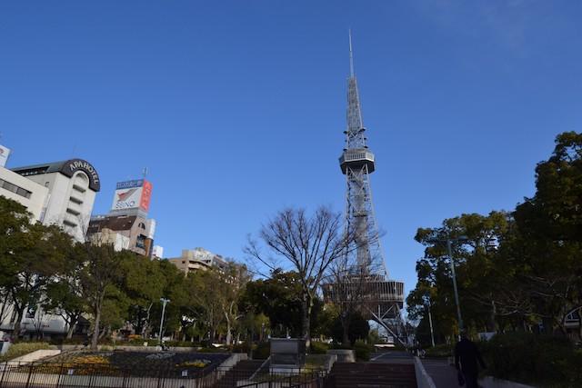 久屋大通公園中央に建つ高さ180mの名古屋テレビ塔