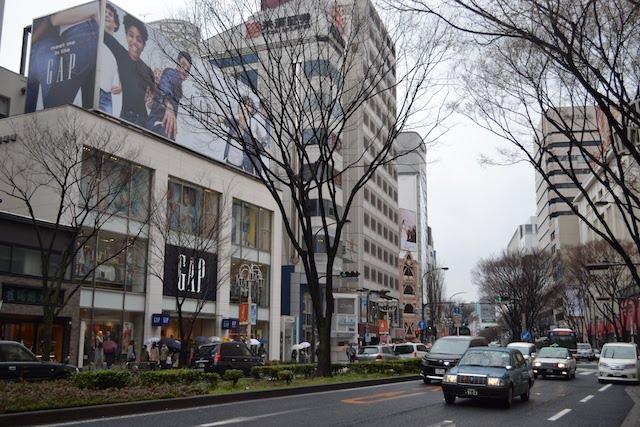 大津通沿いのファスト・ファッション店「GAPストア名古屋栄店」