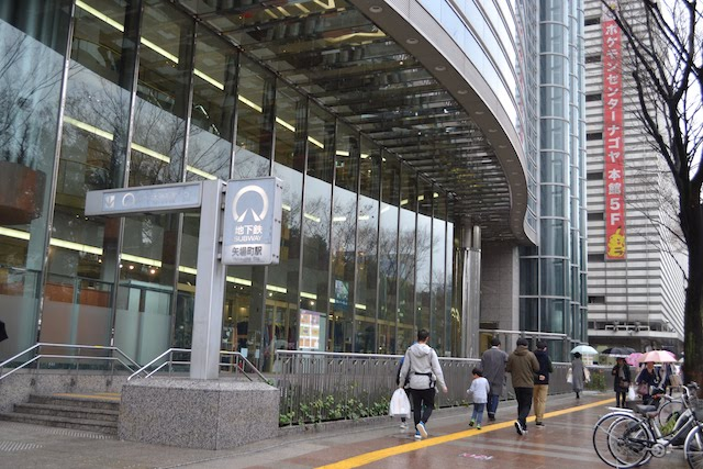 松坂屋名古屋店南館に直結している地下鉄矢場町駅5番出入口