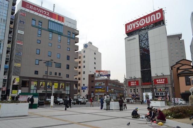 金山駅南口駅前広場