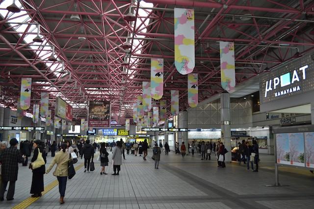 JR・名鉄共用の金山駅自由通路