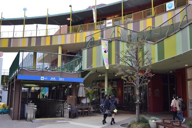 「アスナル金山」敷地内の地下鉄金山駅5番出入口